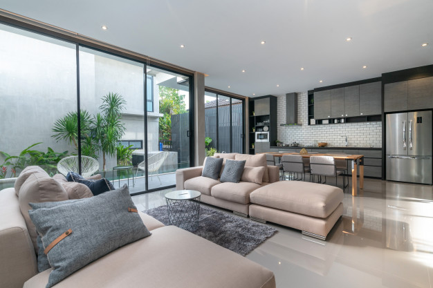עיצוב פנים ובחירת ספה בהירה בסלון מודרני